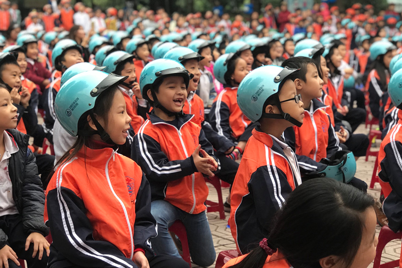 At a Hanoi school, 1000 children received motorcycle crash helmets from the Child Health Initiative to mark the 10th anniversary of the law. AIP Foundation has distributed hundreds of thousands such helmets since 2000.