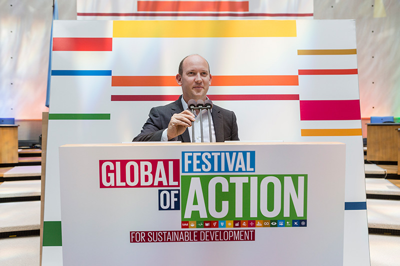 Avi Silverman prepares to moderate the #EveryLife session the SDG Festival for Action.
