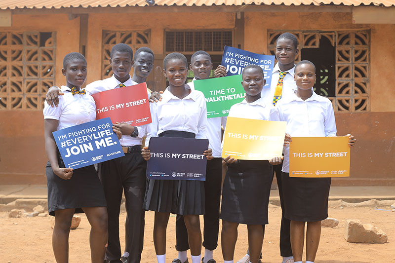 Senior pupils at the Ayalolo School calling for safe & healthy streets.