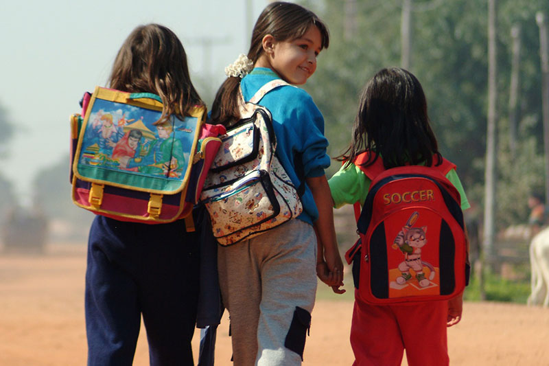 Paraguayan children on the journey to school (credit UNICEF Paraguay).